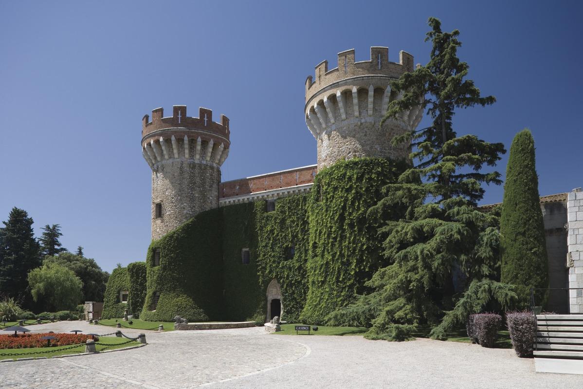 Burg Peralada Katalonien